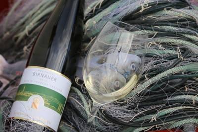 Fisch & Wein - mehr als eine Schifffahrt. (© Reiner Jäckle)