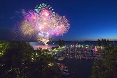 40. Uhldinger Hafenfest - Seetreiben mit Schrottregatta und Feuerwerk