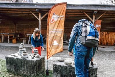 Steinzeit-Olympiade und Pfahlbaukino. (© Pfahlbaumuseum Unteruhldingen )