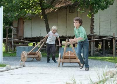 Familienparcours und Pfahlbaukino. (© Pfahlbaumuseum Unteruhldingen )