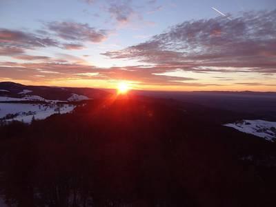 Abendstimmung über dem Münstertal geführte Schneeschuhwanderung zum Sonnenuntergang am Schauinsland