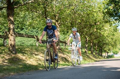 E-Bike-Fahrer im Bliesgau. (© Saarpfalz-Touristik, Manuela Meyer)