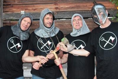 Kabarettgruppe SBreedl bringt Bei uns in Fletzing