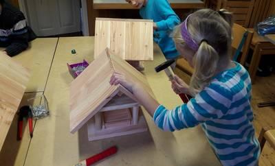 Vogel  Futterhäuschen für den Winter bauen