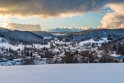 Blick vom Strohberg auf Lenzkirch. (© Hochschwarzwald Tourismus GmbH)