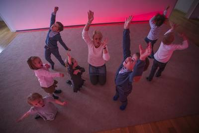 Klangreise: Kinder ertanzen die Welt der MusikMichael Bode. (© KLANGREISE im TOCCARION)