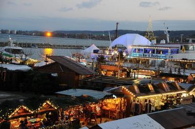 Weihnachtsmarkt am See