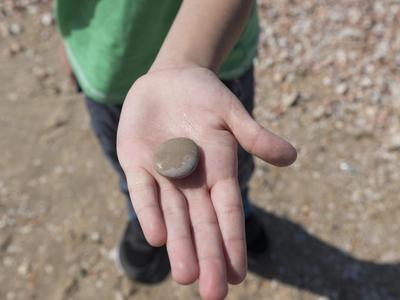 Kinderprogramm: Steine schleifen in Brigels