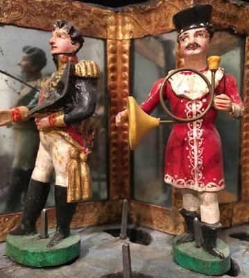 Napoleon, Knödelfresser, Hütchenspieler - Figuren-Motive bei Waldkircher Drehorgeln mit Figurenbühne