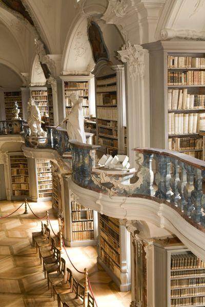 Fhrung durch Barockkirche und Rokoko-Bibliothek