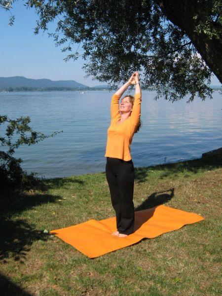 Yoga am Kneipp-Becken